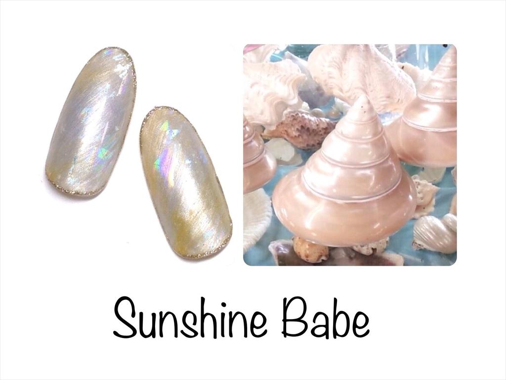 貝殻ジュエリーネイルとラグーンネイル