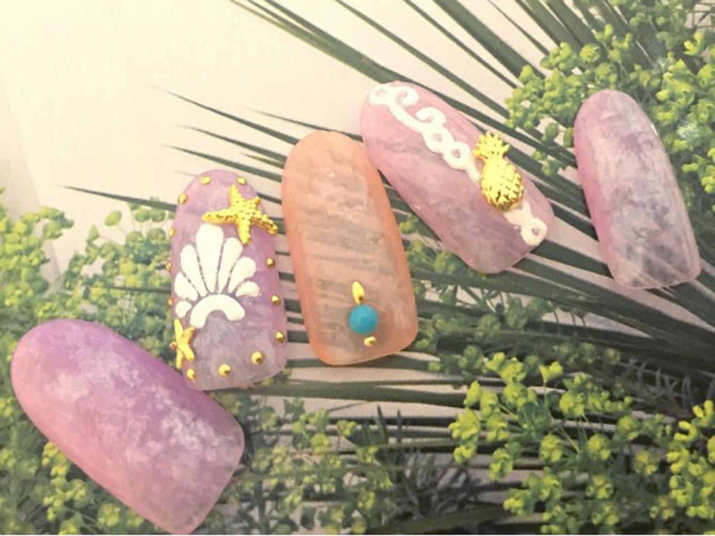 ピンク×シースルーネイルで、セルフネイルがワンランクup