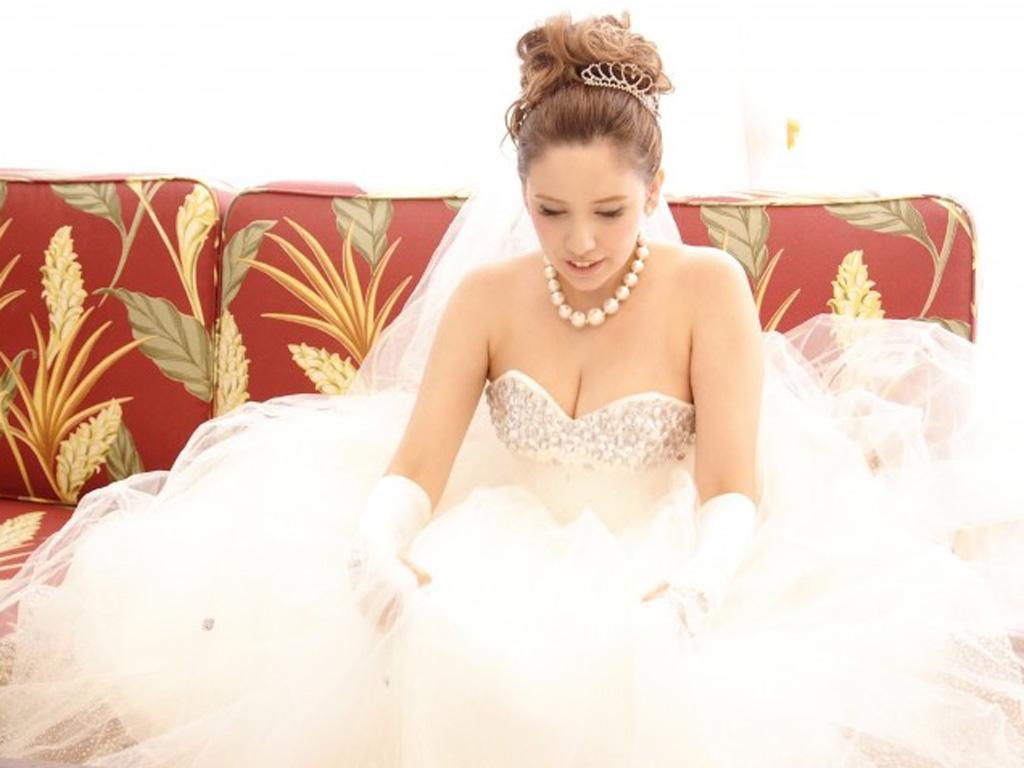 ドレスや和装、式場の雰囲気によってもデザインが変わる