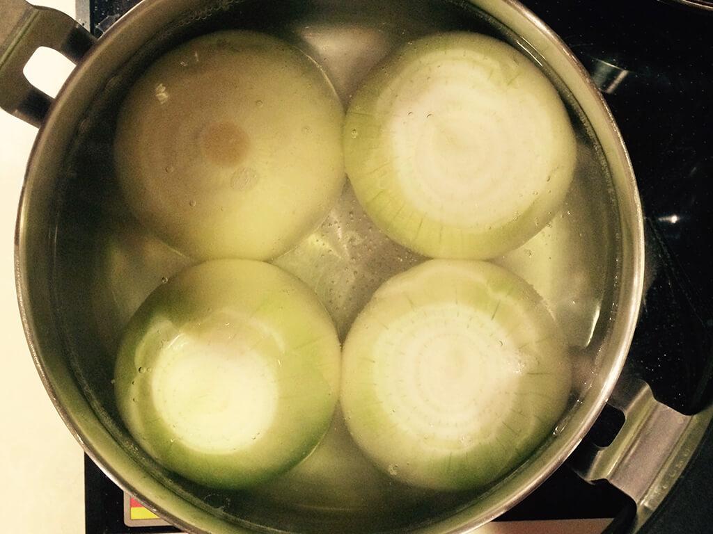 簡単に作れる♪「丸ごと玉ねぎスープ」の作り方