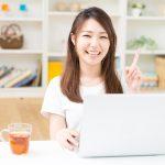 パソコン仕事をする女性必見!手から顔のたるみを解消する方法