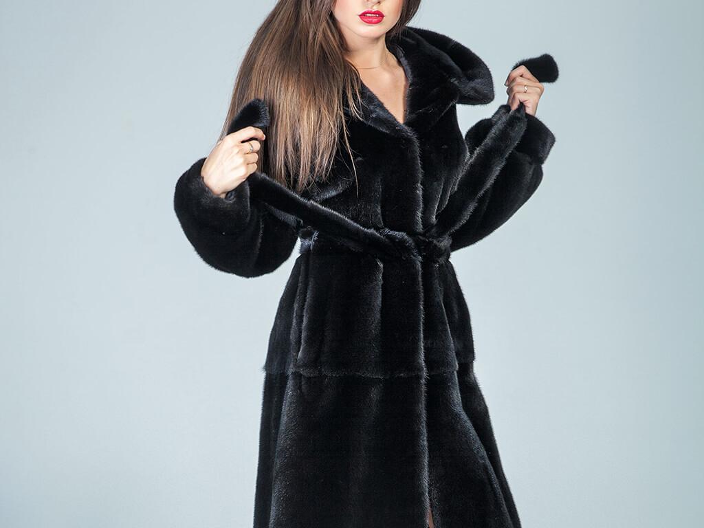 冬のファッションがランクUP!モノトーンに合わせても◎