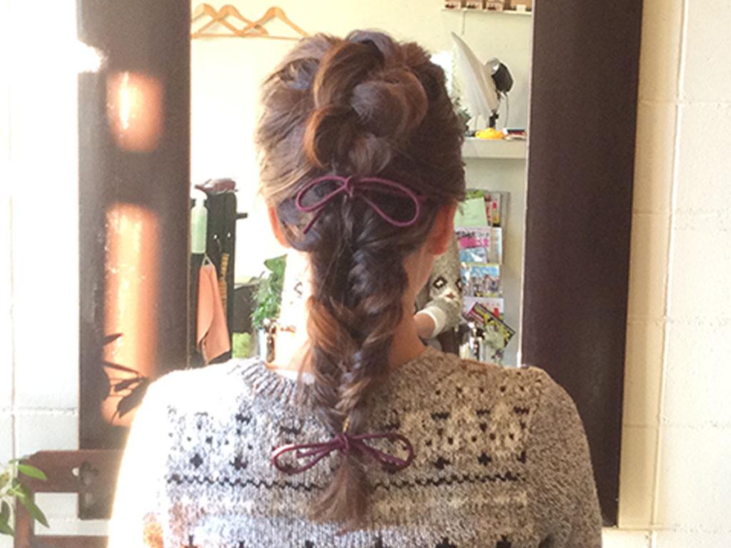 大人女子のかわいさを引き立てる編み込みヘア