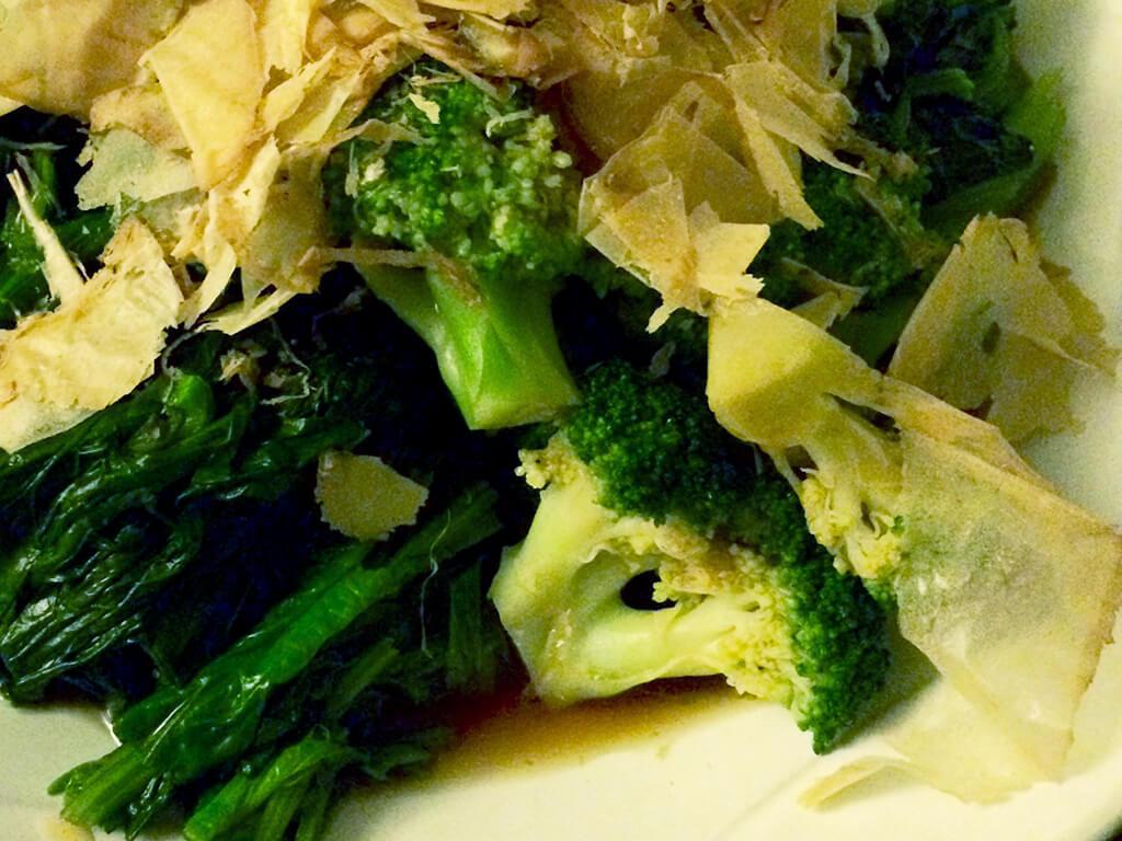緑の野菜と合わせておしゃれなおひたしに