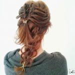 セルフで簡単!三つ編みからバリエが広がるヘアアレンジの作り方
