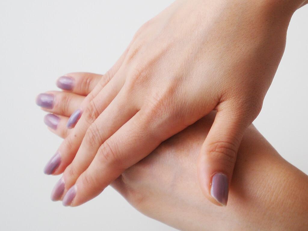 手肌の冷えは、くすみやハリ低下の原因に