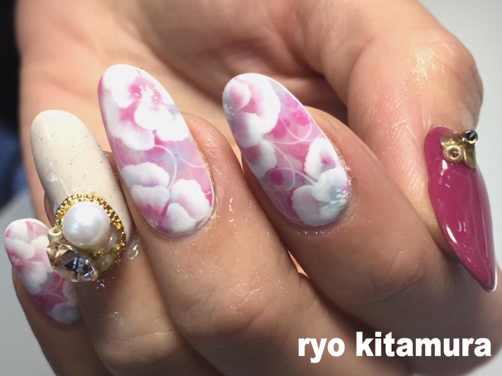 日本画チックなネイルデザインよりデイリーにまとえるデザインを