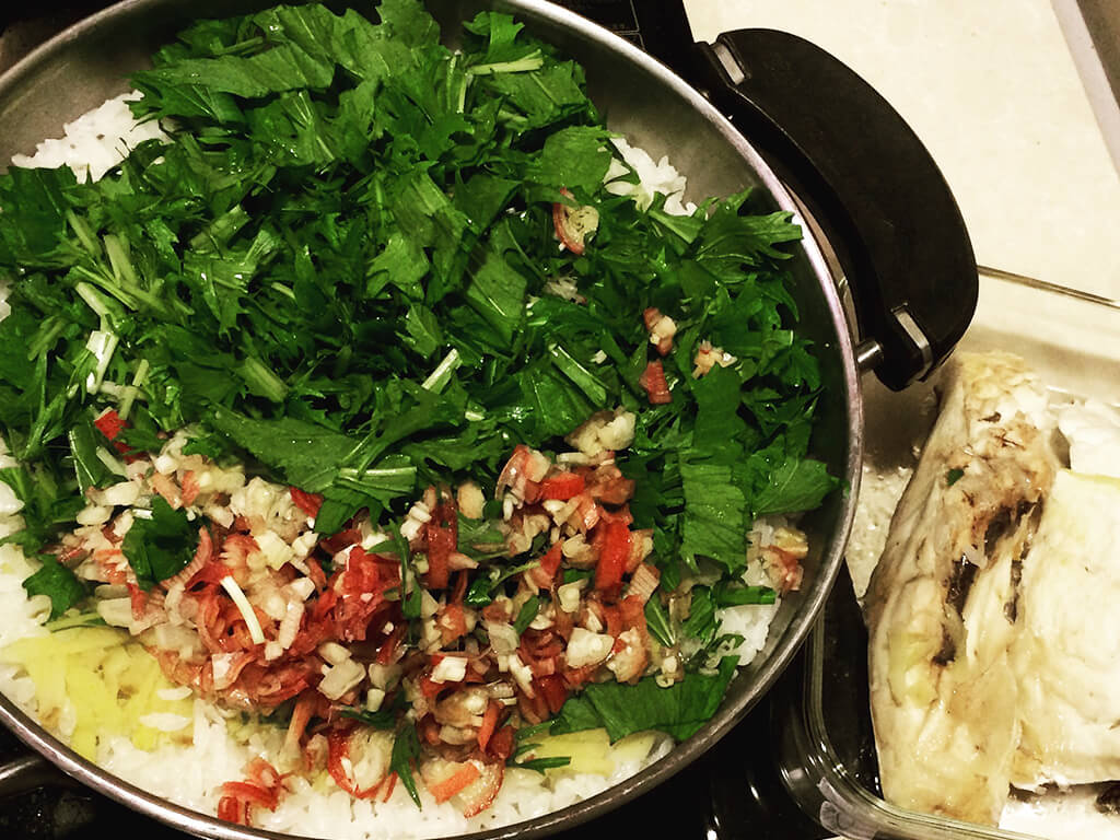 野菜をたっぷり加えて満足感アップ!「鯛水菜飯」の作り方