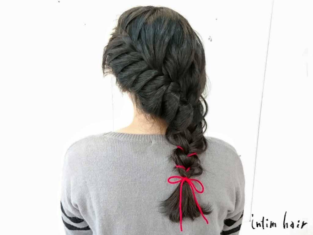 マフラーやセーターの残りの毛糸で、冬らしいヘアスタイルに!