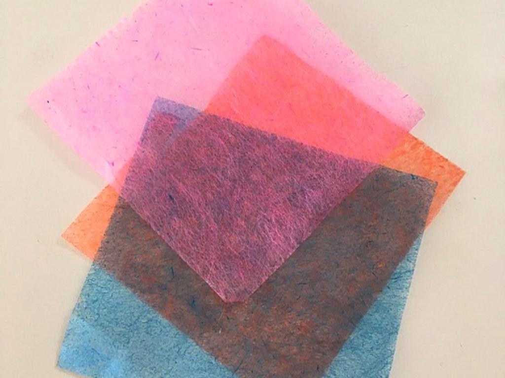 和紙は重ねて使うと色がキレイに♪和紙ネイルの作り方