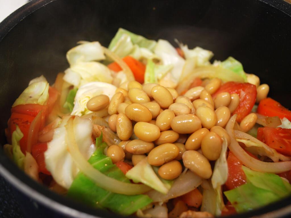糖の吸収を抑えてくれる!キャベツと大豆たんぱく質トマト煮