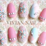 ピンクやブルーなど春カラーを大人可愛く楽しむネイルデザイン♪