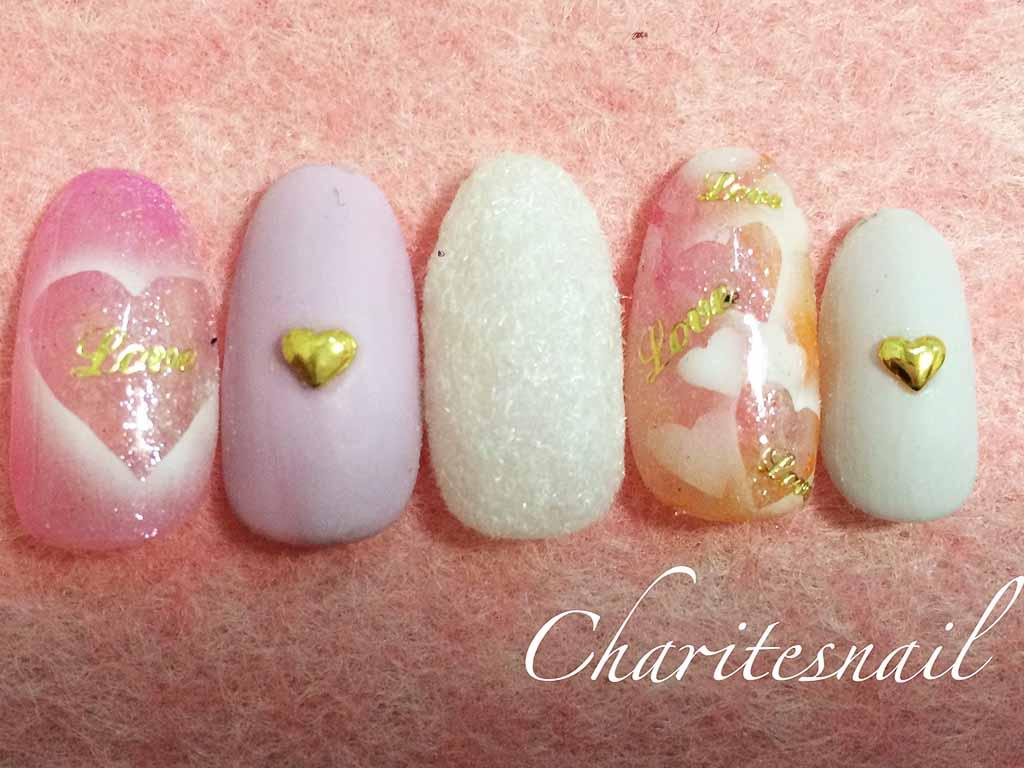 可愛いピンクや淡い色を使って、女子力アップ!