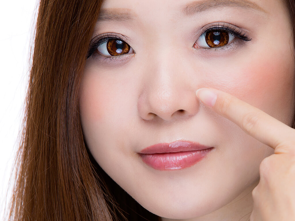 お肌で多い悩み、毛穴が目立つ原因とは?