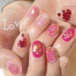 バレンタインネイルは春トレンドカラーのピンクを取り入れて♪