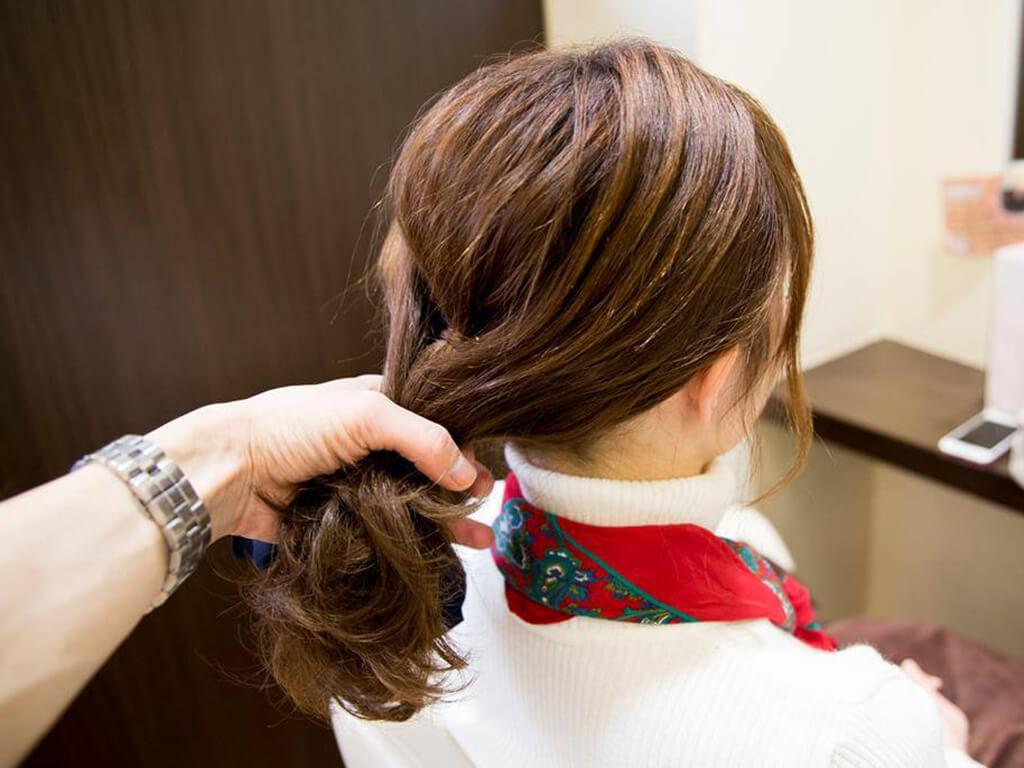 手順④髪を集めてひとまとめにする