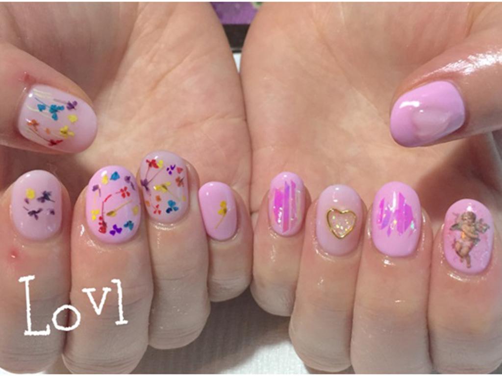 リアルなお花×ピンクでオトナ女子のネイルが春気分♪
