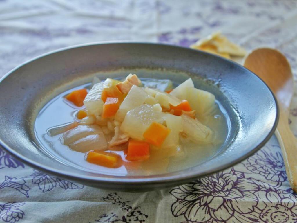 プチプチ大麦&根菜たっぷり♪野菜で満足するスープ