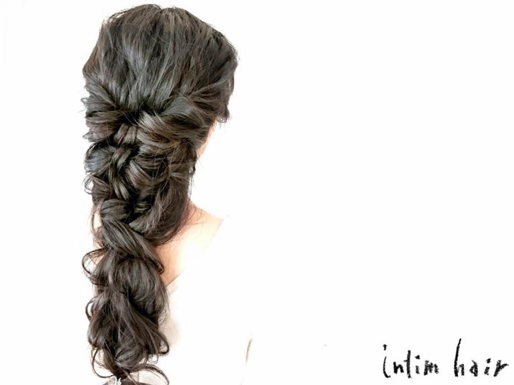 普段使いにも楽しめるヘアスタイルを楽しんで