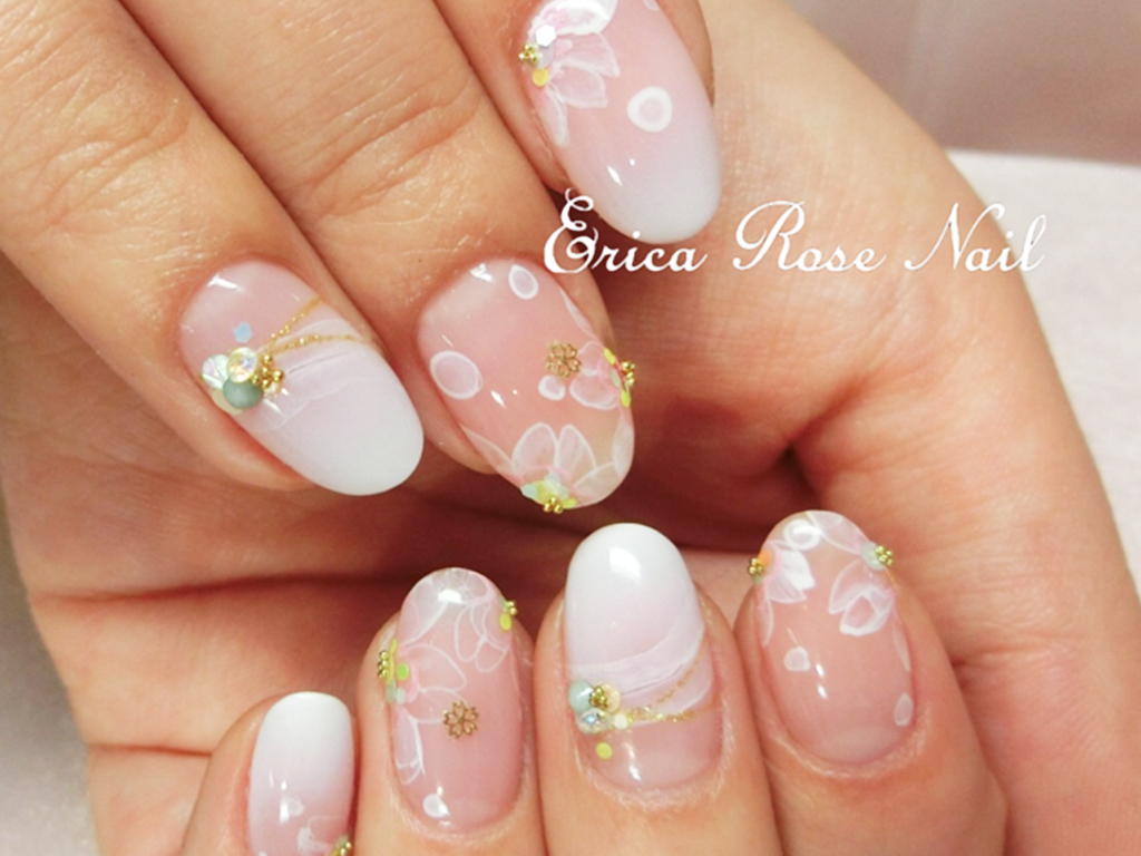 色々なカラーやデザインで彩る桜ネイル