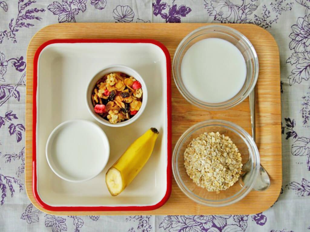 「5分で完成♪オートミール入り蜂蜜ヨーグルト」のレシピ