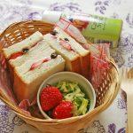 シミ・シワ予防にも♪春のいちご&レーズンのサンドイッチ