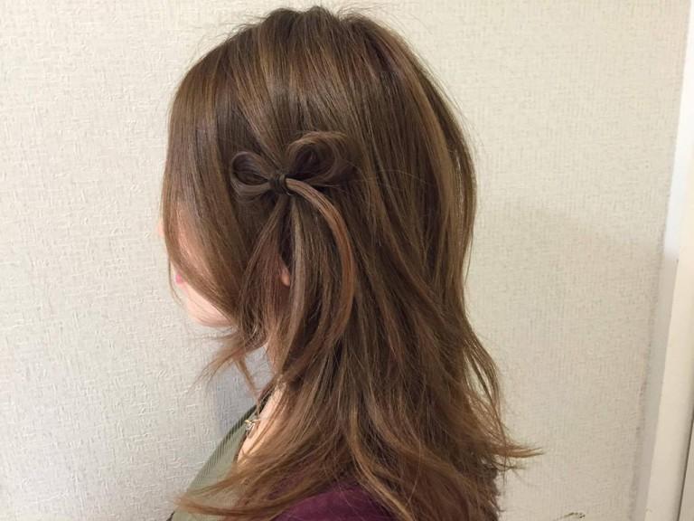 自分の髪でリボンを作るワンポイントのリボンヘアアレンジ