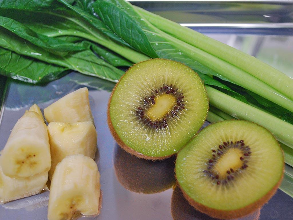 """朝から作れる楽ちん""""キウイのグリーンスムージー""""のレシピ"""