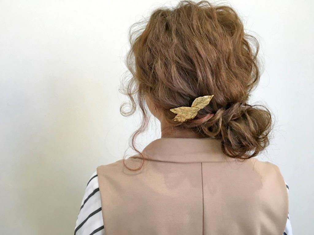 自分の髪を結んで作るノットヘアーアレンジ