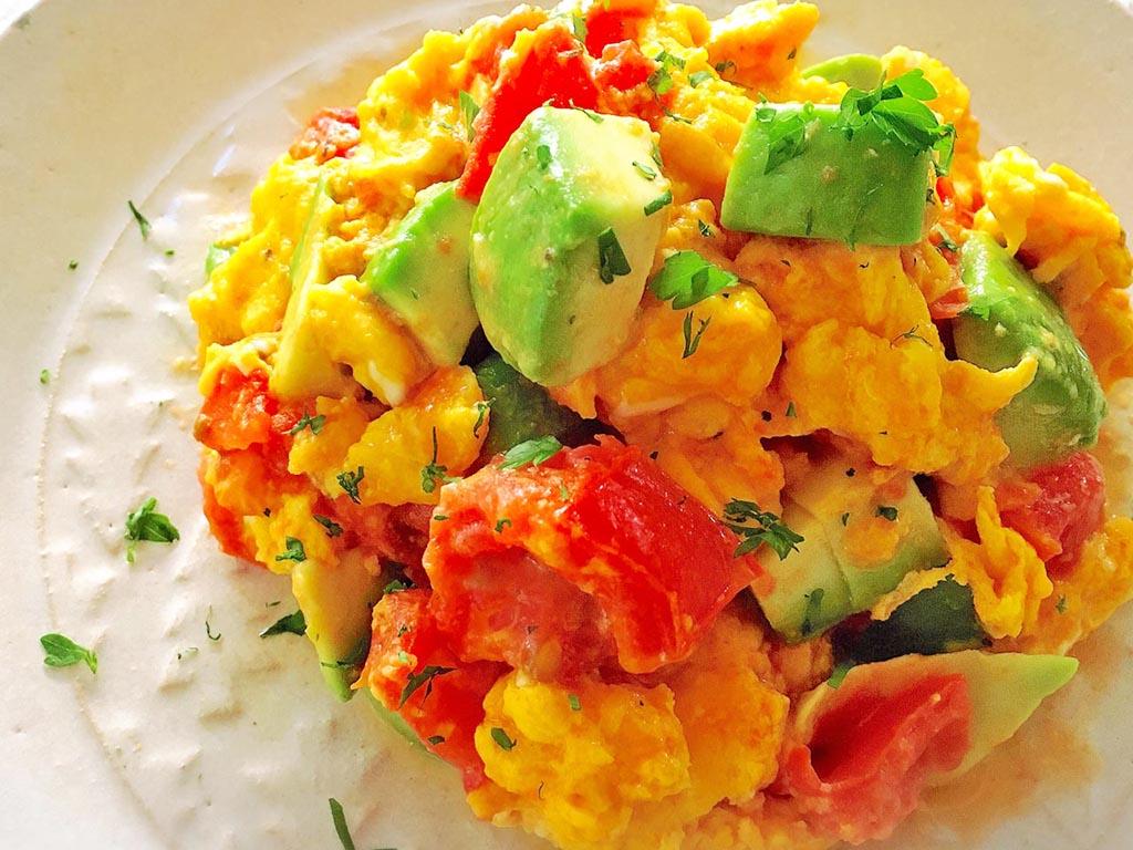 副菜に♪アボカドトマトのスクランブルエッグ