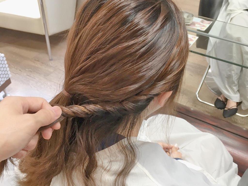 夏もすっきり♪まとめ髪の手順3