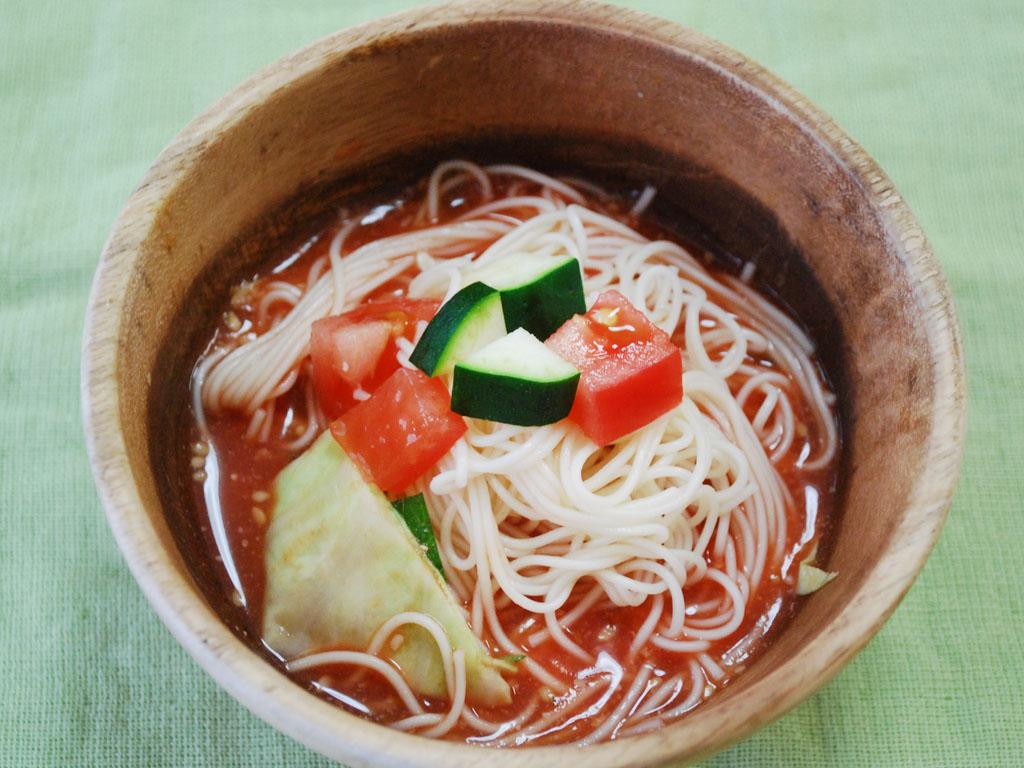 麺類やパスタと和えて、冷製トマト麺にしてもOK♪
