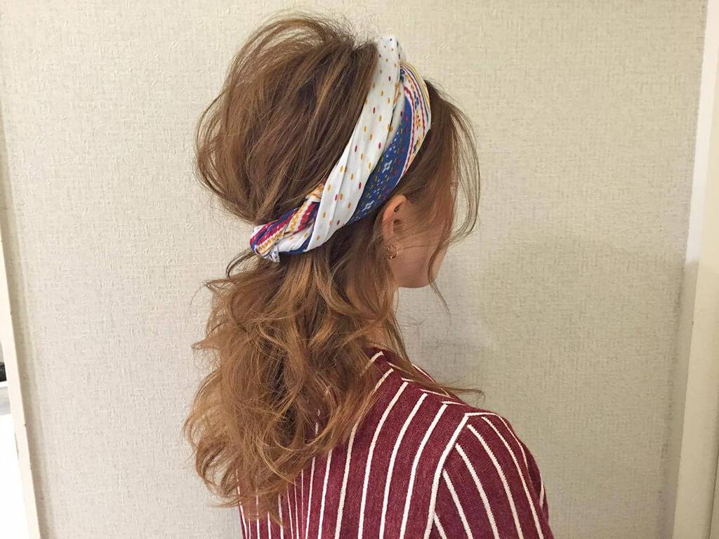 スカーフ2枚でヘアバンド風にアレンジ