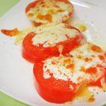 トマトは夜ごはんに食べるとイイ?!とろ~り焼きチーズトマト
