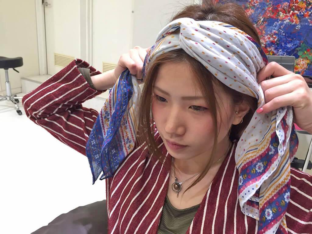 スカーフで簡単ヘアアレンジ♪の手順2