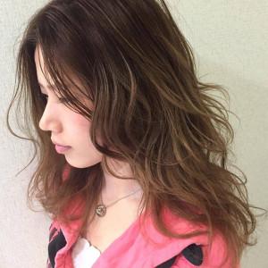 夏の巻き髪はコレ!外国人風サーフガールウェーブの作り方