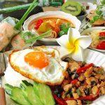 残暑はタイ料理で乗り切る!ピリ辛ガパオライスとソムタム