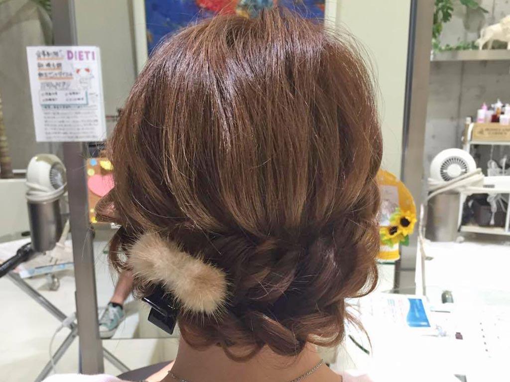 簡単♪アップスタイルヘアアレンジの手順4