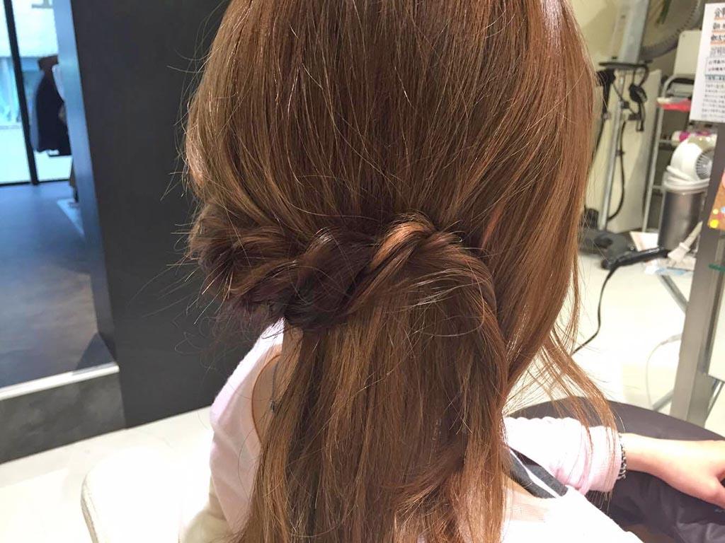 簡単♪アップスタイルヘアアレンジの手順2