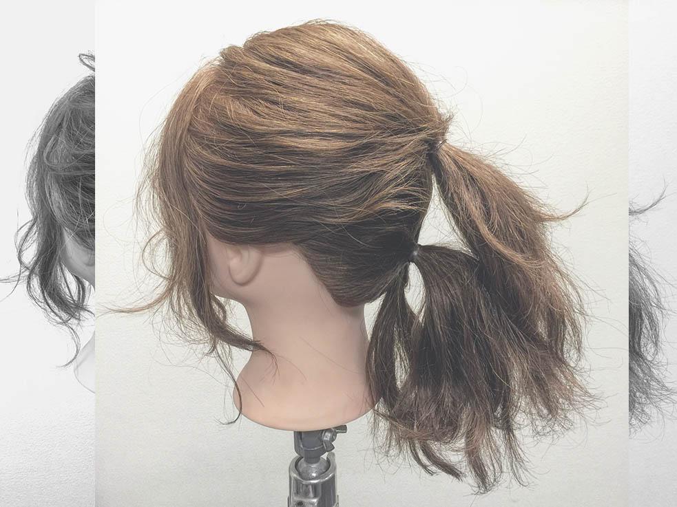 髪を3つに分けるのが、こなれ感のあるポニーテールのPoint!