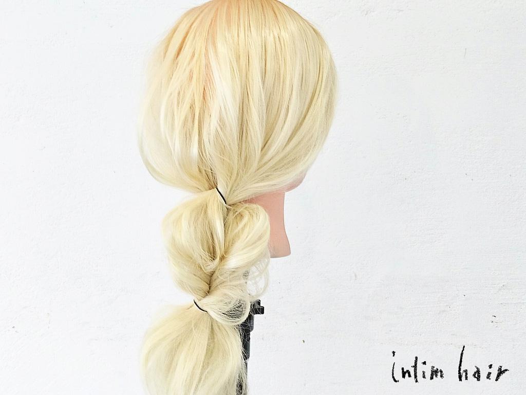 簡単で素早く作れるヘアアクセ要らずのポニーテールを紹介