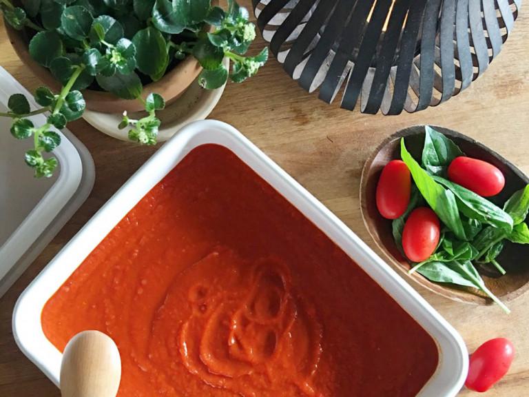夜に食べるのが◎ 美白とダイエットを叶える超簡単トマトソースのレシピ♪