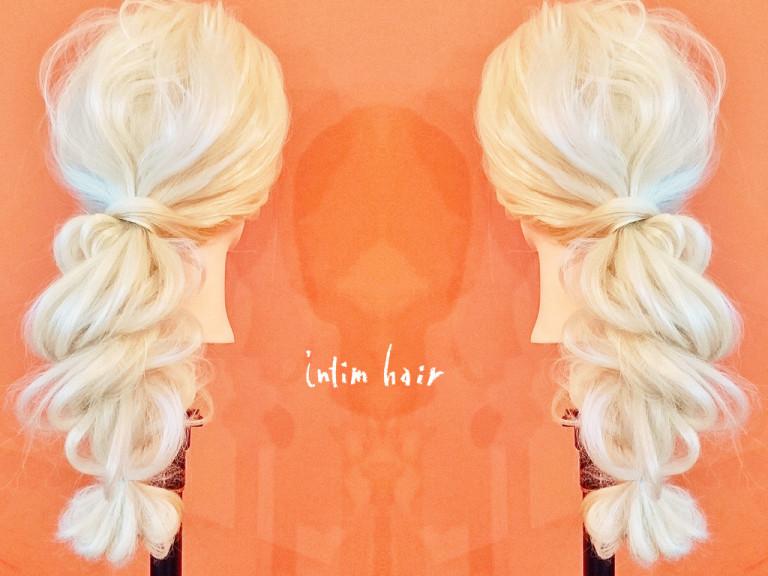 シンプルだけどドレッシー!ツイストポニーテールのヘアアレンジ