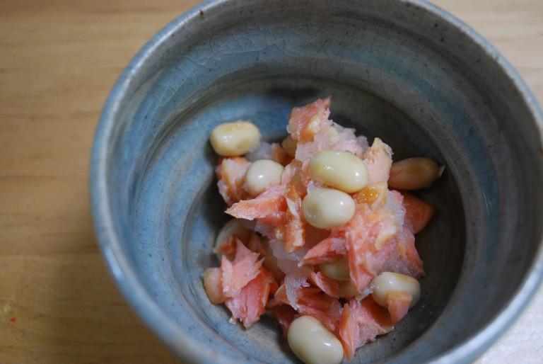 美肌効果バツグンの一品! 「鮭と大豆のおろし和え」の作り方
