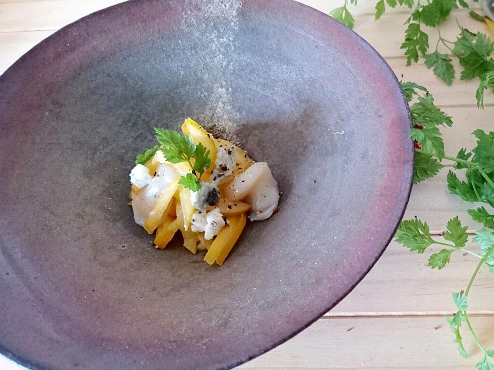 「柿のラペ チーズと帆立のマリネサラダ」のレシピ