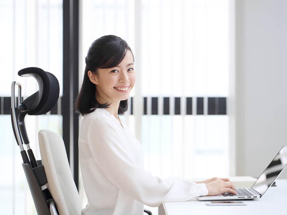 美背中習慣② お仕事の姿勢を見直す