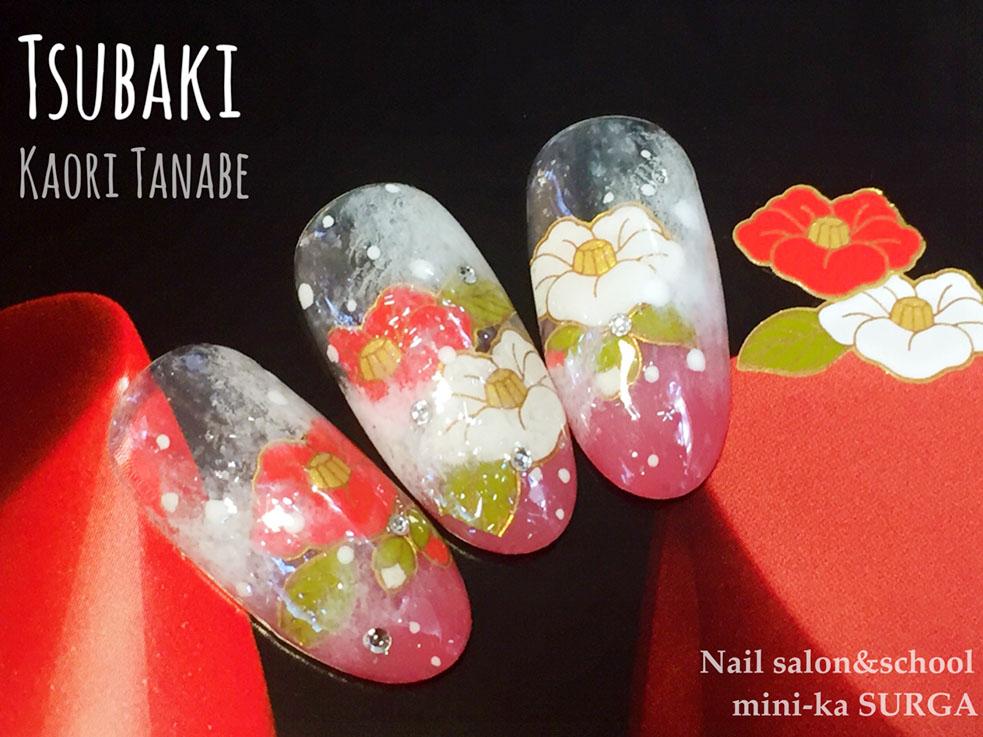 雪の中で咲く大輪の椿が美しい、和風の冬ネイル