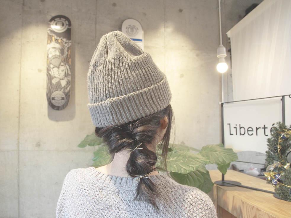 寒い日にぴったり!ニット帽に合うダウンスタイルアレンジ☆