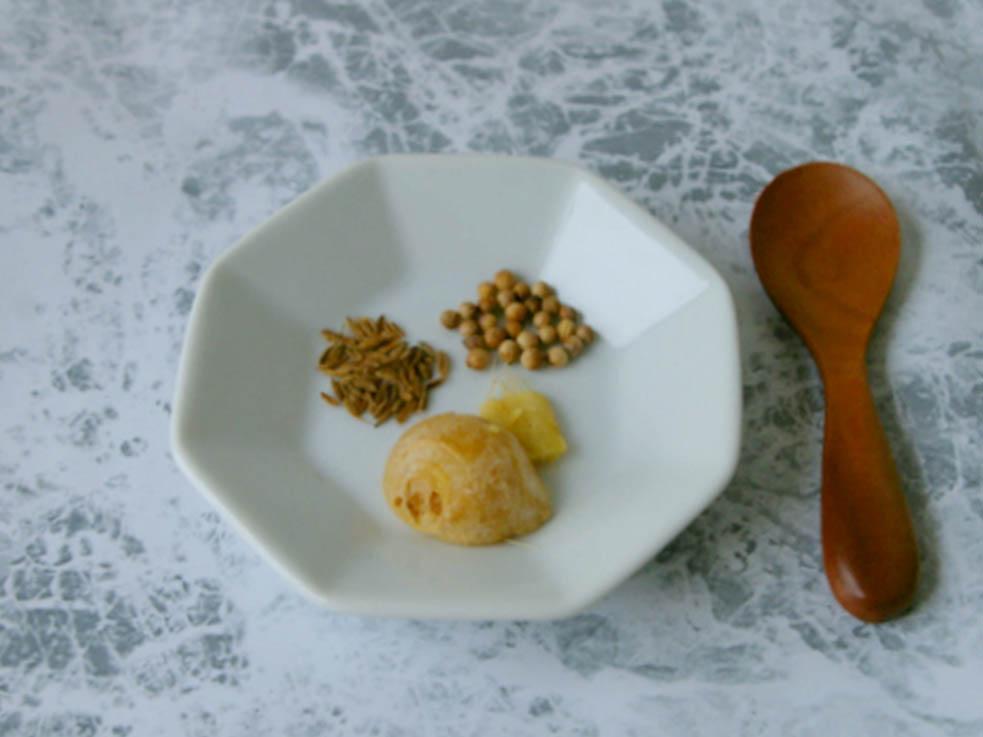 「スパイス白湯」の材料と作り方