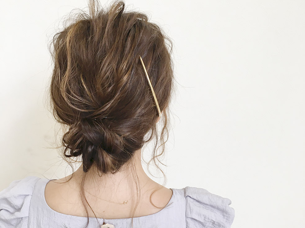 こなれな雰囲気には、おくれ毛の量が大切